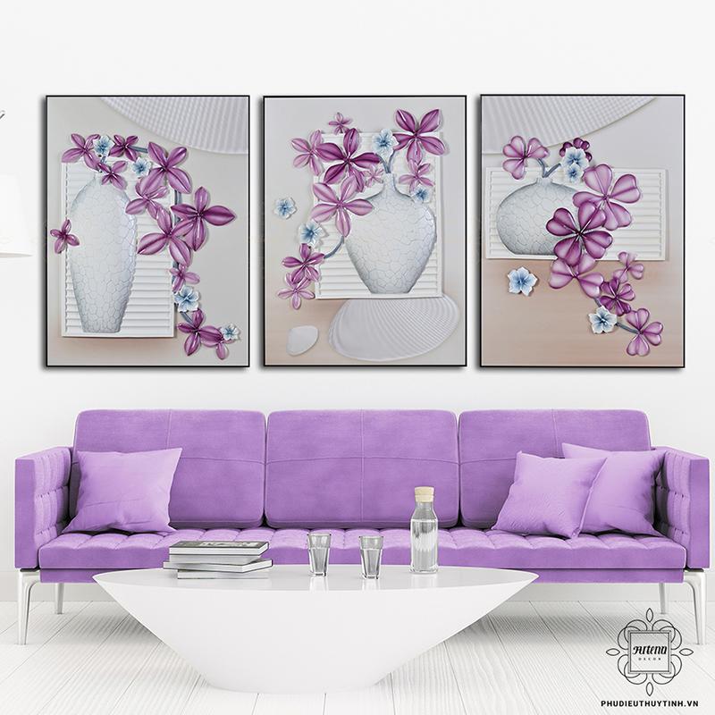 Hoa sắc tím là một trong những chủ đề được yêu thích cho tranh treo tường phòng khách lãng mạn