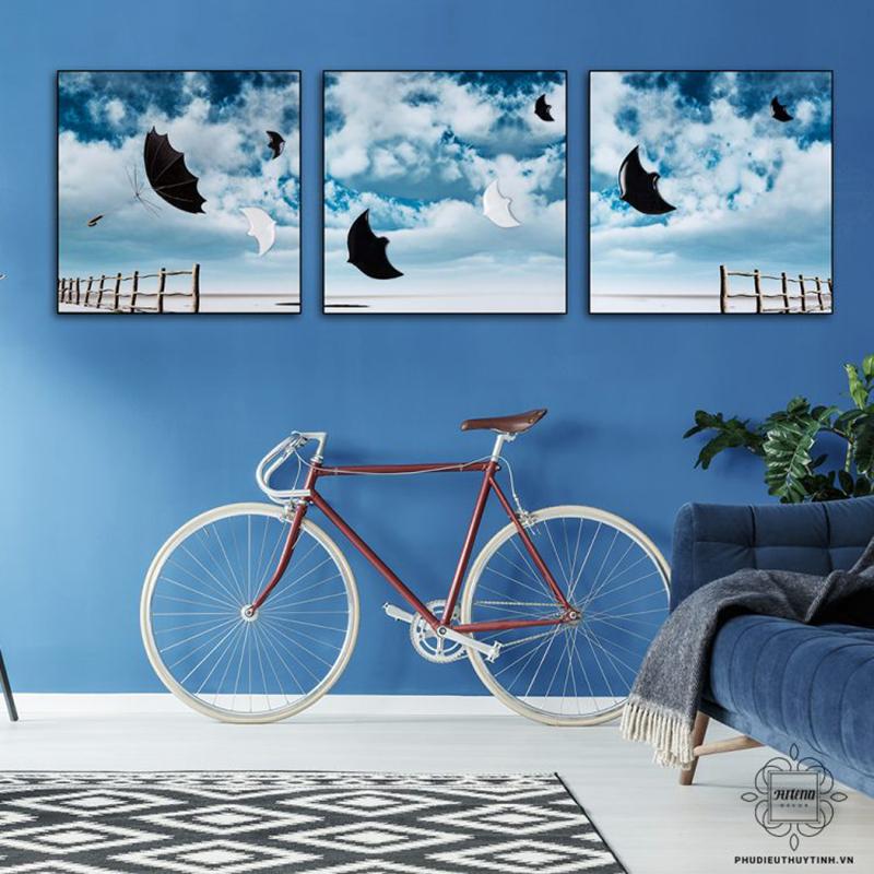 Tranh treo tường hình chim Én với đôi cánh uyển chuyển bay lượn