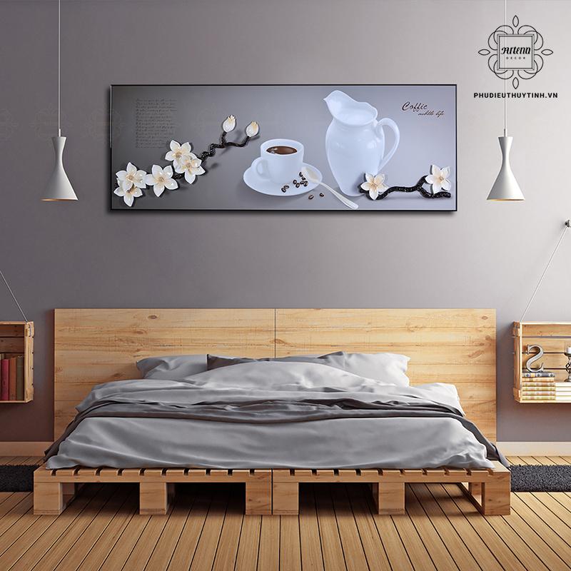 Không gian phòng ngủ thêm phần lãng mạn nhờ vào tranh treo tường phù hợp