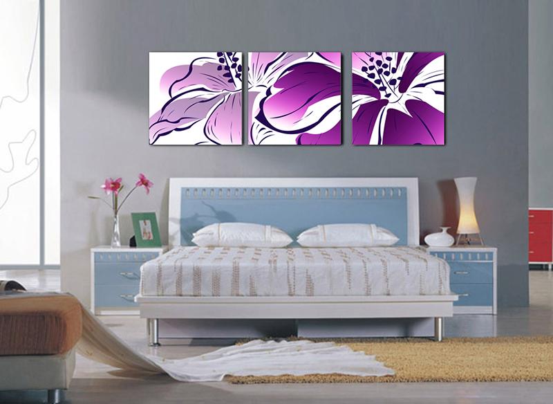 Những bức tranh treo tường với gam màu tím nhạt rất phù hợp để trang trí phòng ngủ