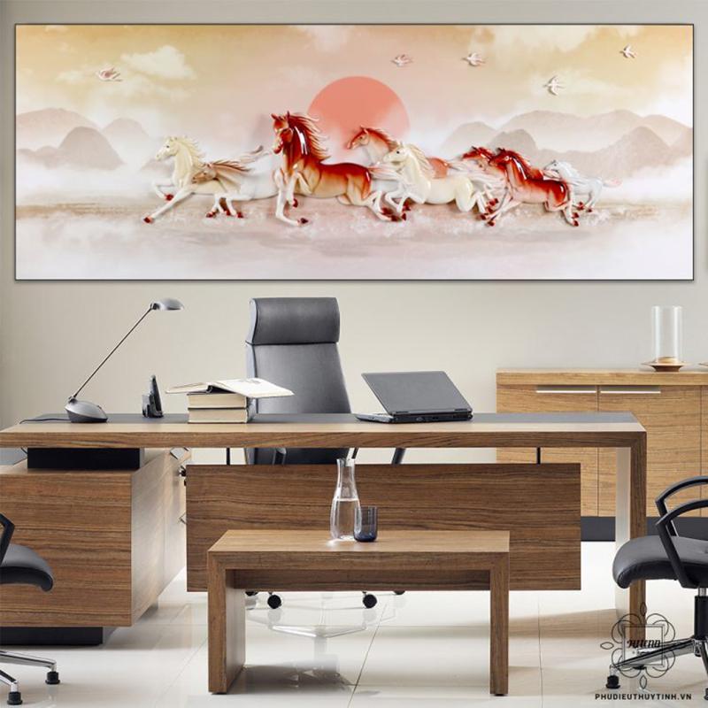 Những mẫu tranh với hình ảnh bầy ngựa mạnh mẽ, hiên ngang rất được ưa chuộng cho nơi làm việc