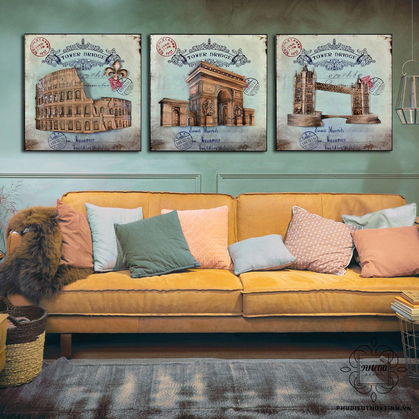 """Tác phẩm """"Châu Âu hùng vĩ"""" được nhiều khách hàng chọn sử dụng cho phòng khách cổ điển"""