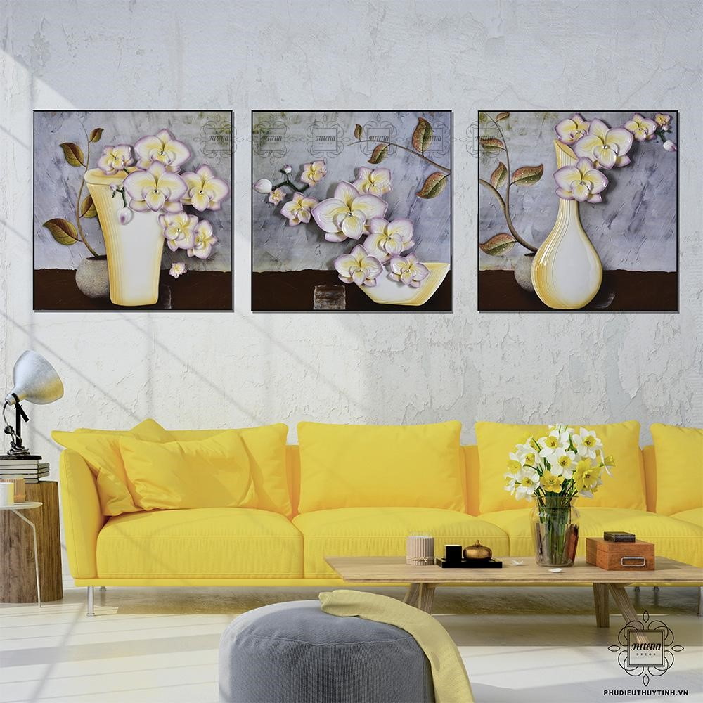 Tranh hoa lan mang lại sự sang trọng cho phòng khách