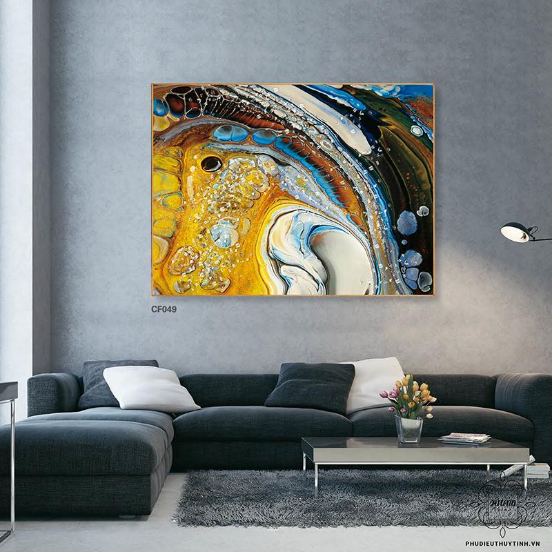 Bức tranh có màu sắc nổi bật, tạo ấn tượng mạnh cho người xem