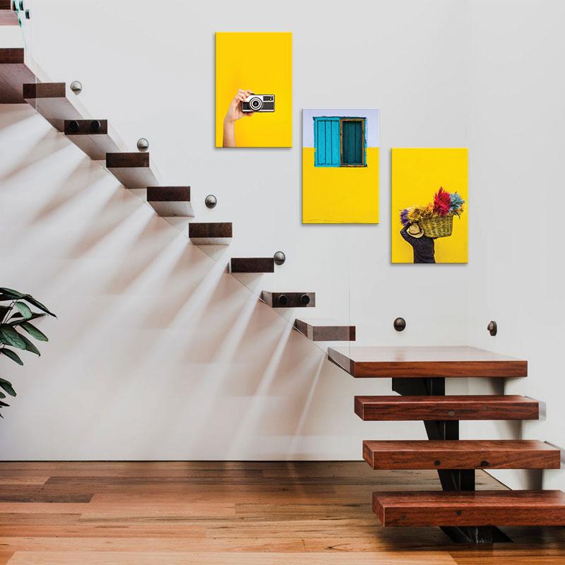 Treo tranh theo độ dốc của cầu thang đem đến sự hứng thú cho người xem