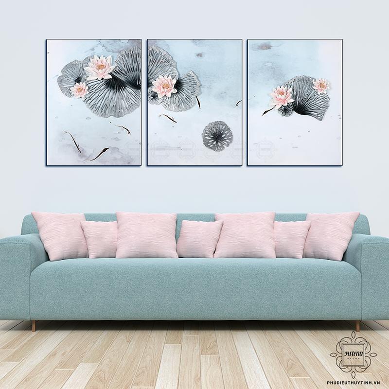 Hình ảnh hoa sen với tông màu nhẹ nhàng làm phòng khách thêm tinh tế hơnHình ảnh hoa sen với tông màu nhẹ nhàng làm phòng khách thêm tinh tế hơn