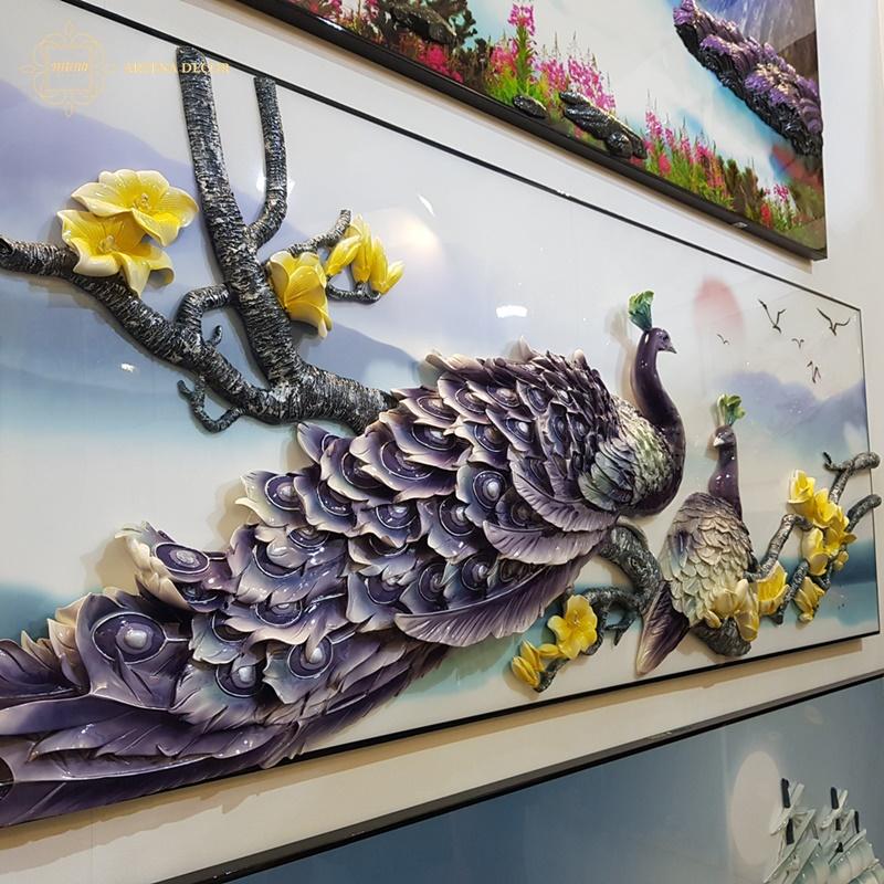 """Tranh """"Hồng đỉnh hoa linh"""" vẽ đôi chim công khăn khít bên nhau"""