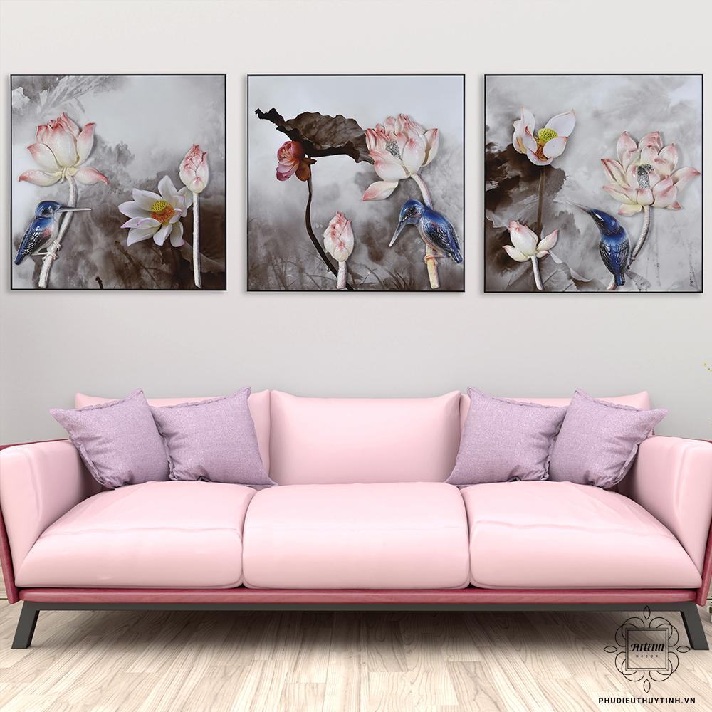 Tranh về hoa sen cũng được rất nhiều người chọn để trang trí phòng thờ