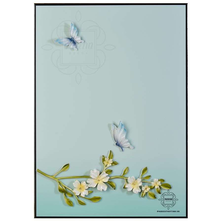 Hay hai chú bướm đang dập dìu bay lượn trong gió xuân?