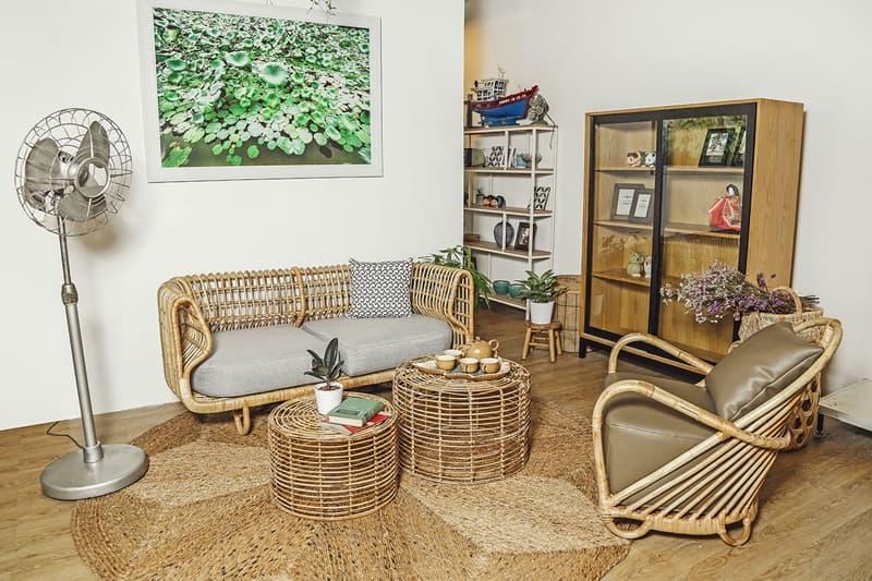 Sử dụng bàn ghế bằng mây tre đan khiến không gian sống thân thiện với môi trường hơn