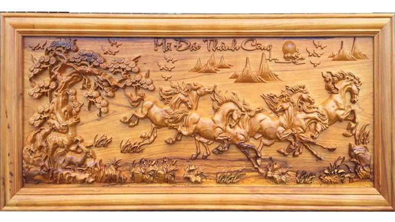 Tranh phù điêu treo tường gỗ, mang đậm nét văn hoá lâu đời của người Việt