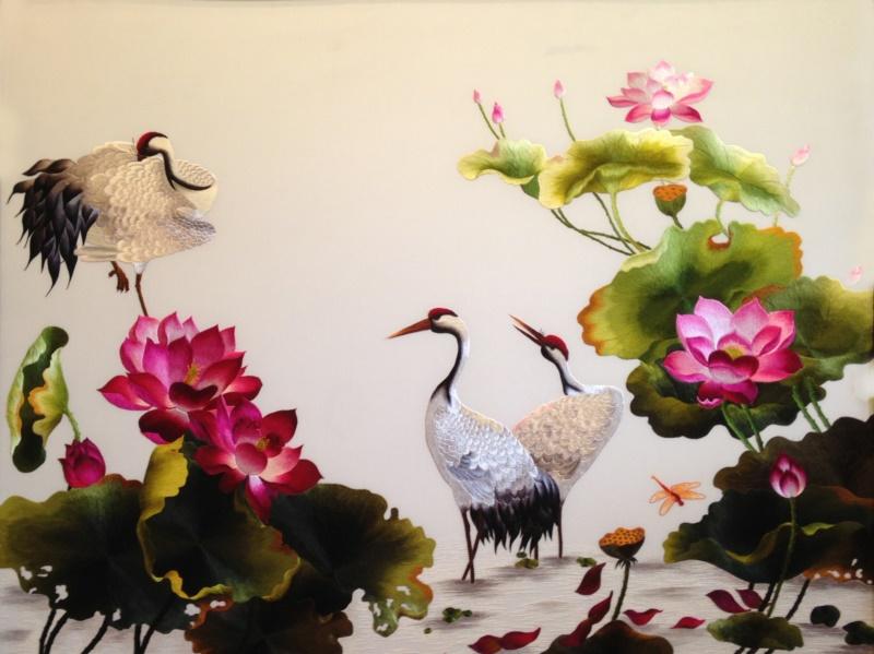 Tranh Sen Hạc là mẫu tranh trang trí đang rất được ưa chuộng hiện nay - Nguồn: theuviet.com