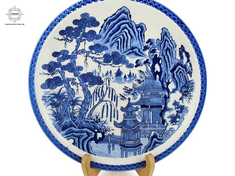 Tùng còn được sử dụng trong các sản phẩm gốm sứ