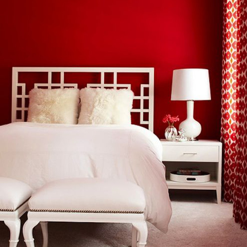 Màu đỏ cũng gợi lên cảm giác ấm áp cho gian phòng