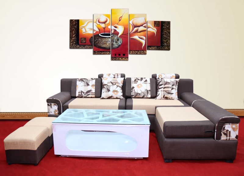 Tranh hoa Rum cần phù hợp với không gian nội thất