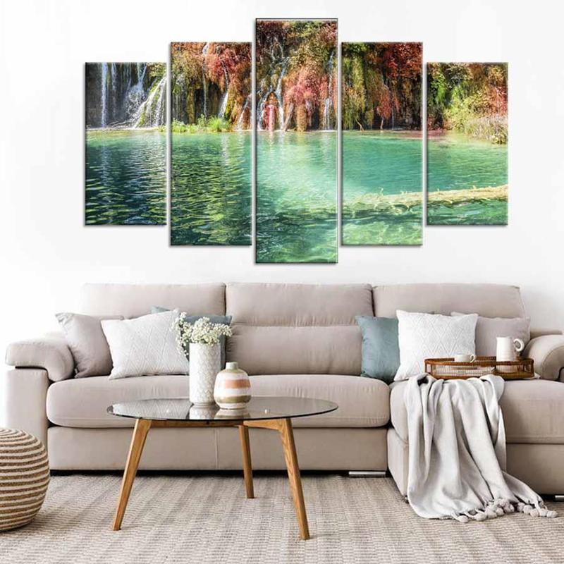 Những bức tranh mô tả thác nước mang lại vẻ đẹp ấn tượng cho nhà ở, khiến không gian căn phòng dường như rộng lớn hơn - Nguồn: Walldecor.vn
