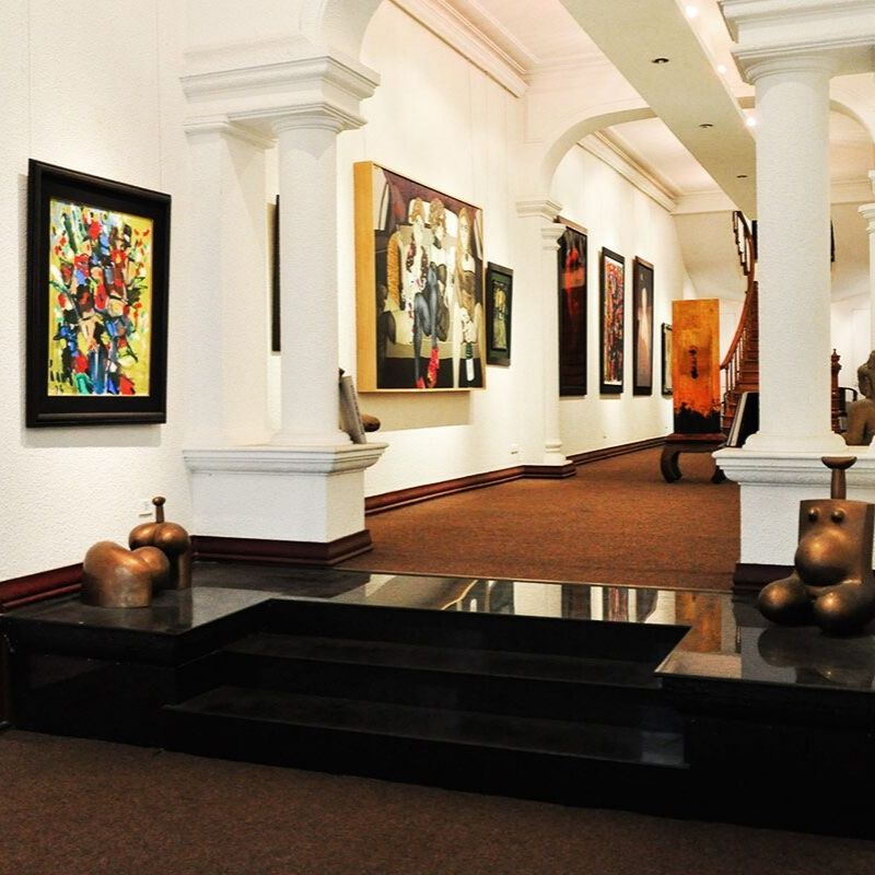 Apricot Gallery là một không gian rộng lớn với ba tầng giúp bạn thỏa sức chiêm ngưỡng các tác phẩm nghệ thuật