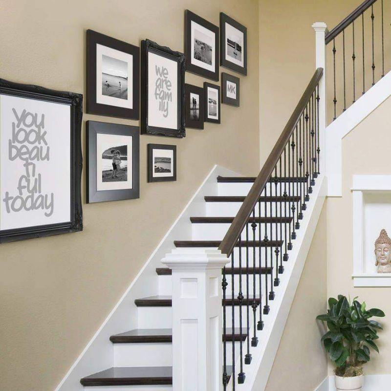Tranh treo tường giúp khu vực cầu thang đỡ trống trải và buồn tẻ
