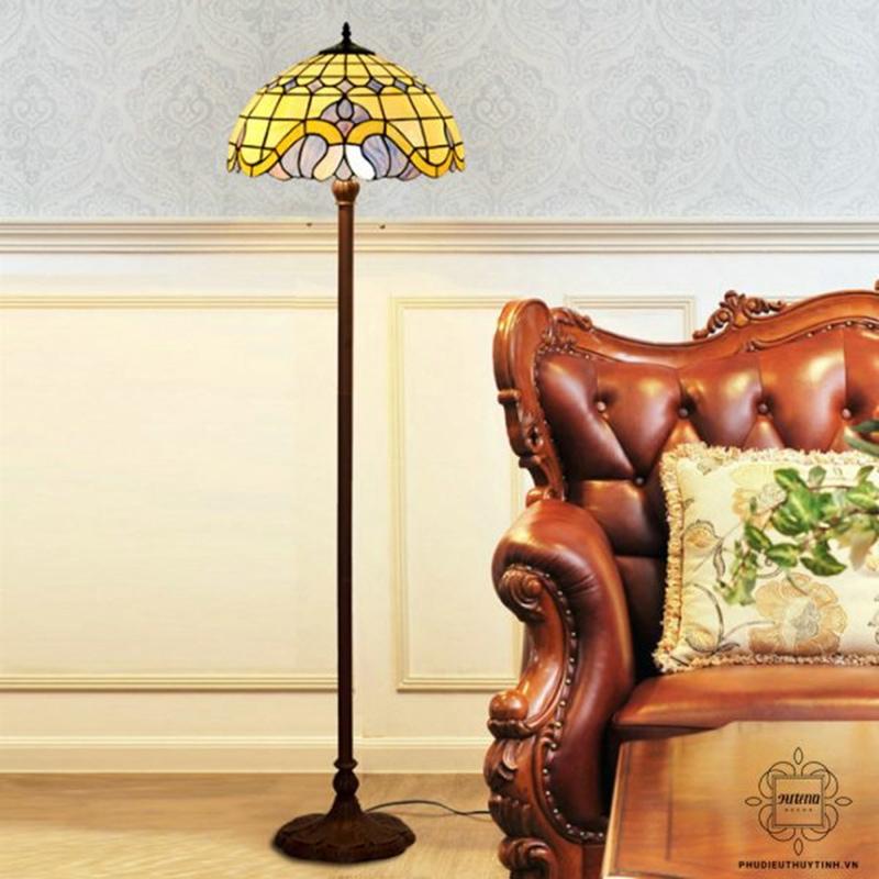 Đèn trang trí chân cao thanh lịch, cổ điển tại Artena Decor