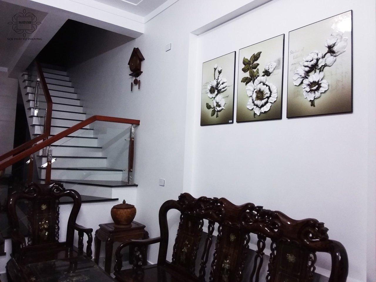 Chiếc đèn bàn soi tranh xinh đẹp của Artena có thể giúp bạn chiếu sáng tại cầu thang và phòng khách